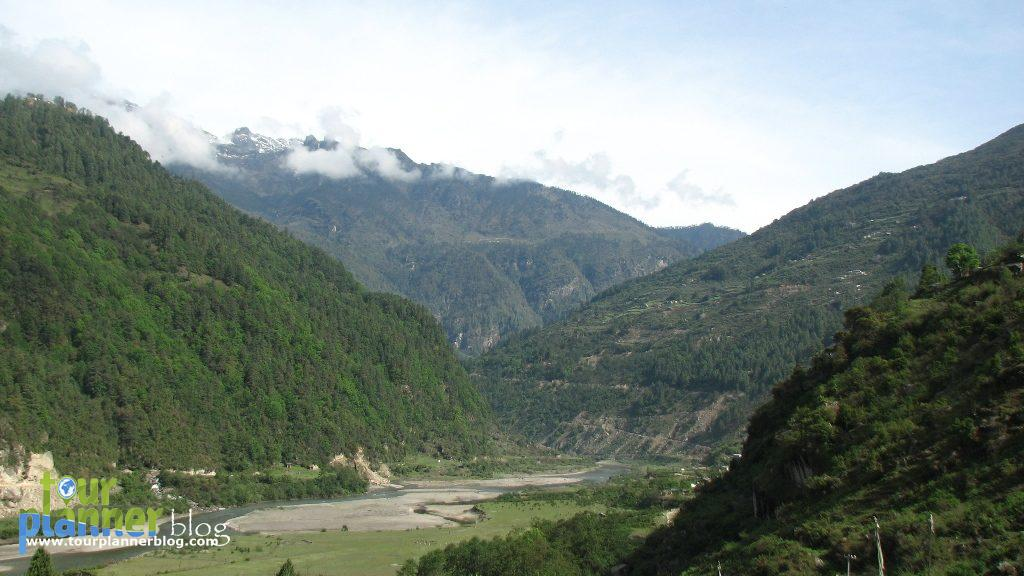 On the way towards Zemithang