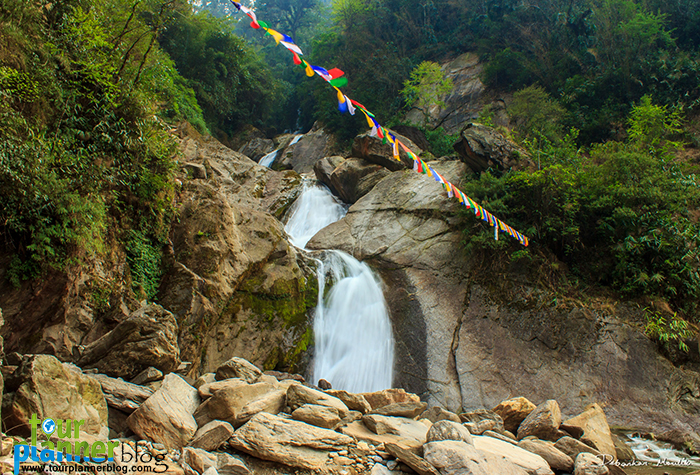 North Sikkim Travel guide-North Sikkim is a place with enchanting mountains, green valleys and gorging waterfalls all adorned by the mighty Teesta River. It was in March 2015 after the completion of my sister's final examinations that we decided to go on a trip to North Sikkim. The research and reading travelogues about North Sikkim began a month ago and we finally decided on the itinerary to be followed.