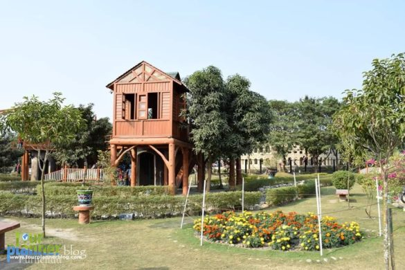 Eco Park Kolkata is famous for its nature, seven wonders and cafe ekante. This is an ideal place for a day trip from Kolkata. Lots of activies are there